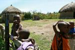 Если снимать камерой от пуза то, потерявшие интерес к чужакам, дети масаев перестанут замечать фотографа