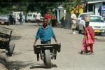 Улица танзанийского поселка в 25 километрах от Аруша