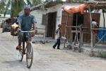 В Танзании на велосипедах ездят даже масаи