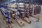 Вид сверху на помещение склада, фото