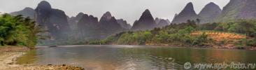 Karst hills across the Li River (桂林漓江旅游)