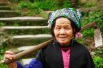 Пожилая китаянка народности мяо (возможно, что я ошибаюсь и женщина относится к народности яо)