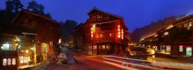 Ночное освещение в китайской деревне Чжаосин (肇兴侗寨), провинции Гуйчжоу (Guizhou)