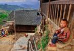 Деревня этнического меньшинства Мяо – Баша,  расположена на крутых склонах (на высоте 550 метров), в окружении гор