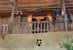 Деревянный дом с бетонной террасой в деревне Южного Китая – Зенчон, провинция Гуйчжоу