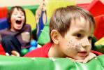 Во время проведения детского праздника можно сделать хорошие портретные снимки вашего ребенка