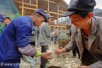 Какую посуду в Китае используют для риса?  Я видел, как китайцы едят рис