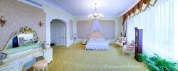 Интерьер элитной квартиры, спальня, панорамная фотография