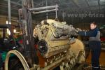 Цех завода по ремонту дизельных двигателей, фотография