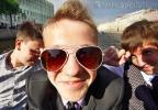 Какие фотографии делает фотограф, сопровождающий выпускников на прогулке по рекам и каналам Санкт-Петербурга? Этот снимок сделан на теплоходе, во время праздника у выпускников 9 класса