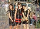 Выпускницы возле фонтана, Санкт-Петербург 2011 год