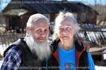 Валентин Степанович Шрамко с женой Клавдией Стефановной позируют мне, стоя напротив своего дома в марте 2015 года