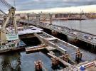 На фото реконструкция моста Лейтенанта Шмидта в Санкт-Петербурге