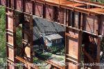 Над крышей жилого дома в Новосаратовке переносятся многотонные конструкции