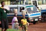 Виртуозное владение головой для переноски багажа, свойственно всем женщинам Танзании, по моим наблюдениям конечно