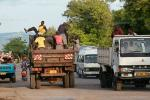 В Танзании ездят по-простому, и тем не менее дорожное движение там организовано лучше, чем в России, если учесть, тот факт, что вместо знака ограничения скорости танзанийцы пользуются лежачим полицейским