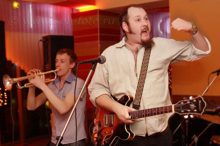 Фото из портфолио выездного фотографа: Музыканты на корпоративном мероприятии