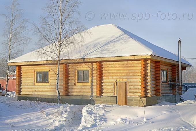 Зимнее фото деревянного коттеджа