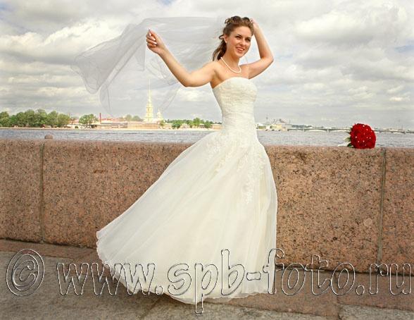 Свадебная фотосессия на стрелке Васильевского острова