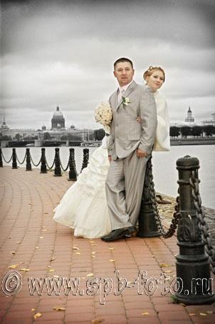 Вид на акваторию Невы от Петропавловской крепости, свадебное фото
