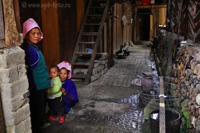 Горная деревня этнических меньшинств на Юго-Западе Китая