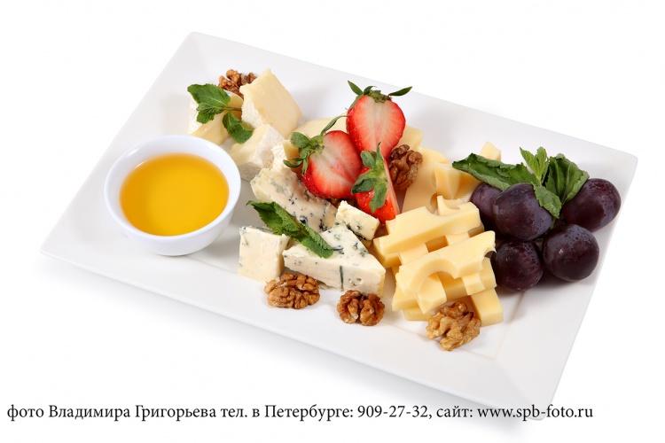 Сырная тарелка, фотография для ресторанного меню