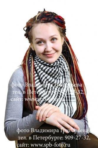 Портретная фотосъемка на белом фоне, выезд фотографа в организацию