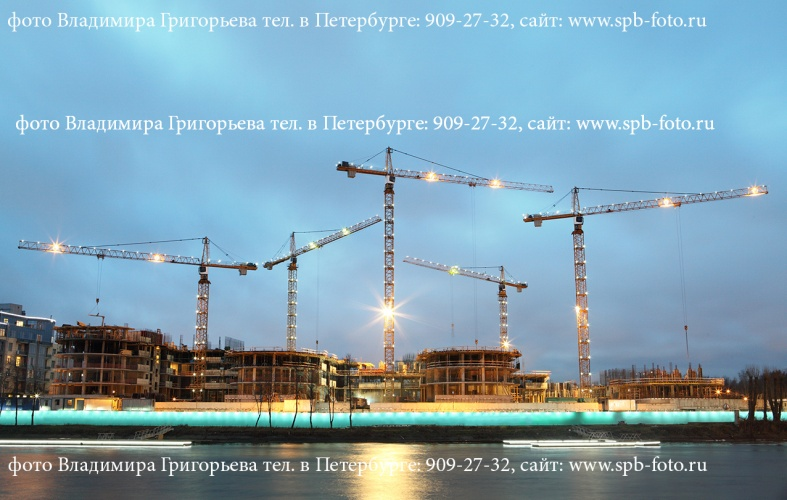 Индустриальная фотосъемка, вечерняя подсветка башенных кранов