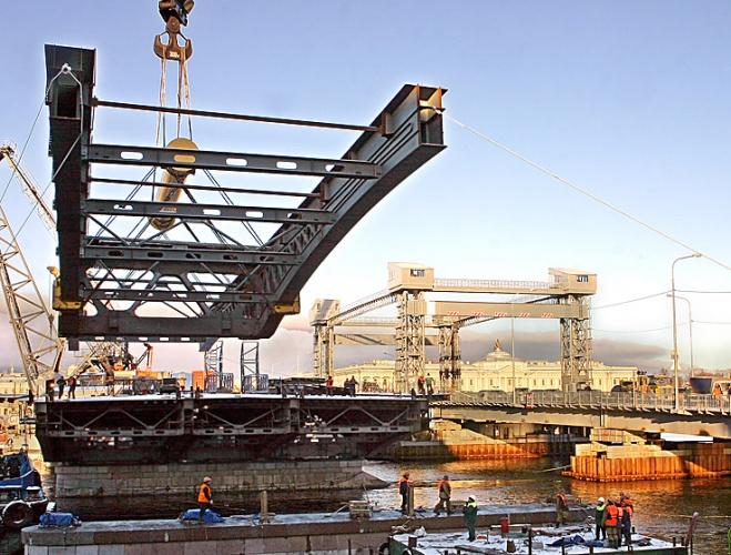 Монтаж пролета на мосту Лейтенанта Шмидта, фото
