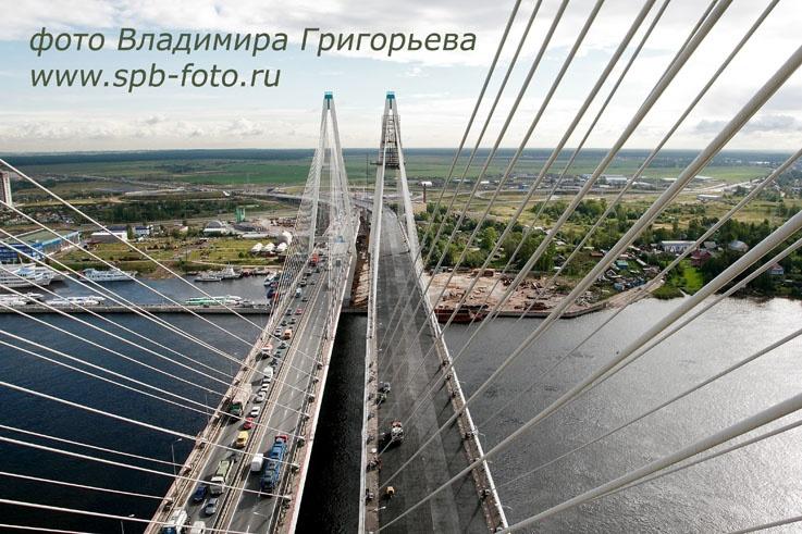 Вид с пилона Вантового моста.