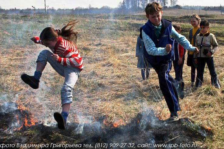 Прыжки через огонь, фото
